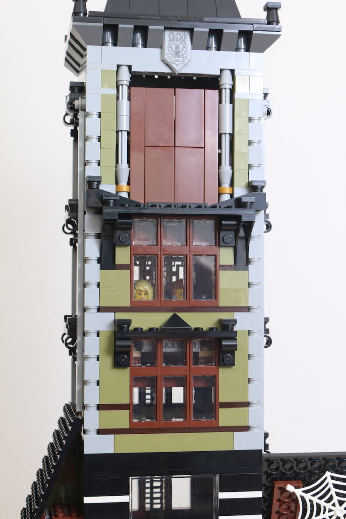 LEGO Fairground Collection 10273 Haunted House Review 42