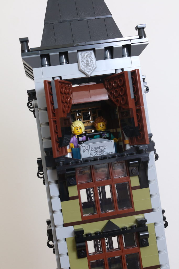 LEGO Fairground Collection 10273 Haunted House Review 43