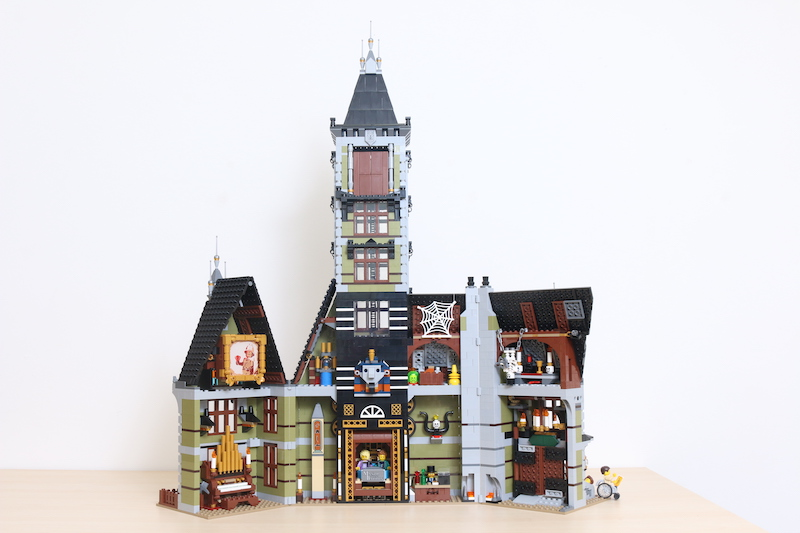LEGO Fairground Collection 10273 Haunted House Review 47