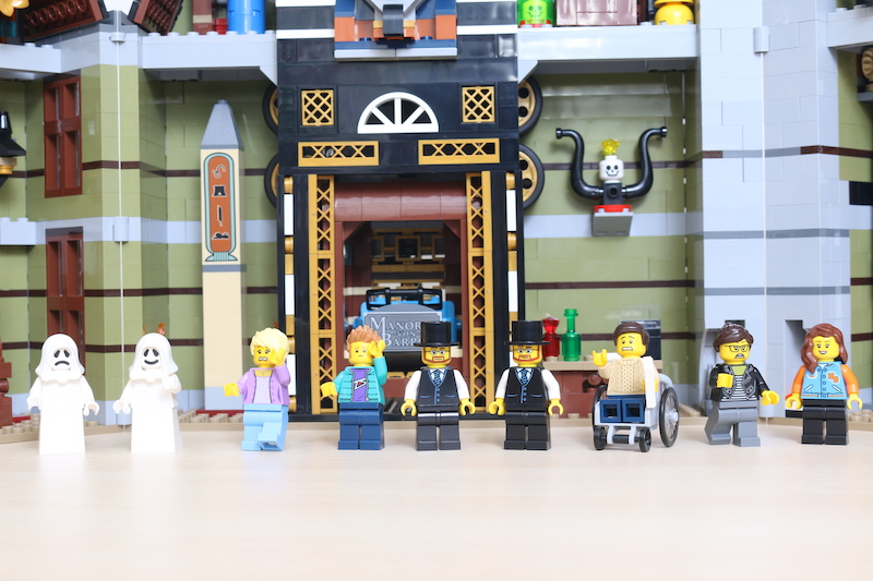 LEGO Fairground Collection 10273 Haunted House Review 48