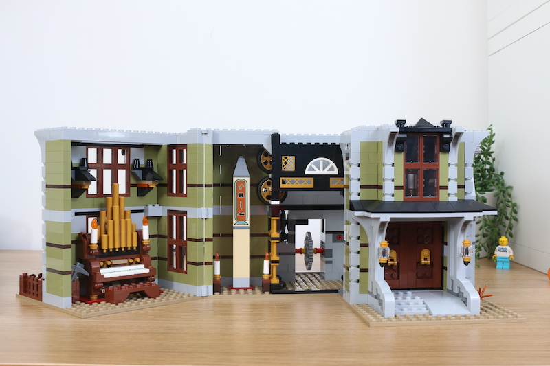 LEGO Fairground Collection 10273 Haunted House Review 8