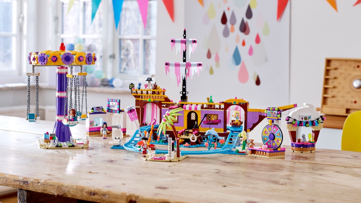 LEGO Friends 41375 Heartlake City Amusement Pier Featured
