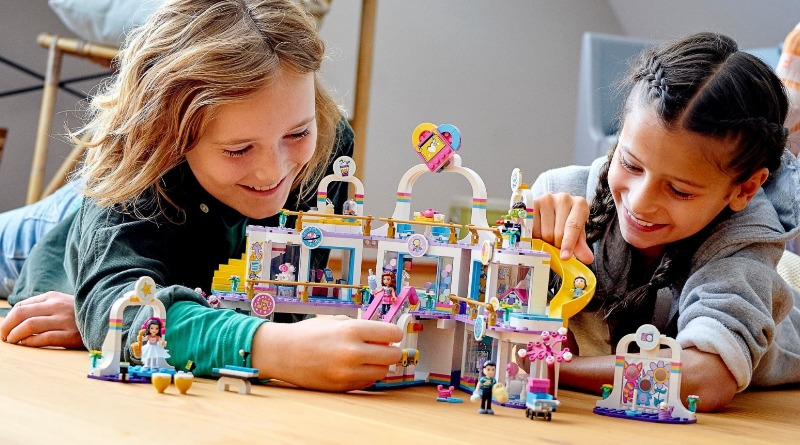 LEGO Friends 41450 Heartlake City Shopping Mall Featured