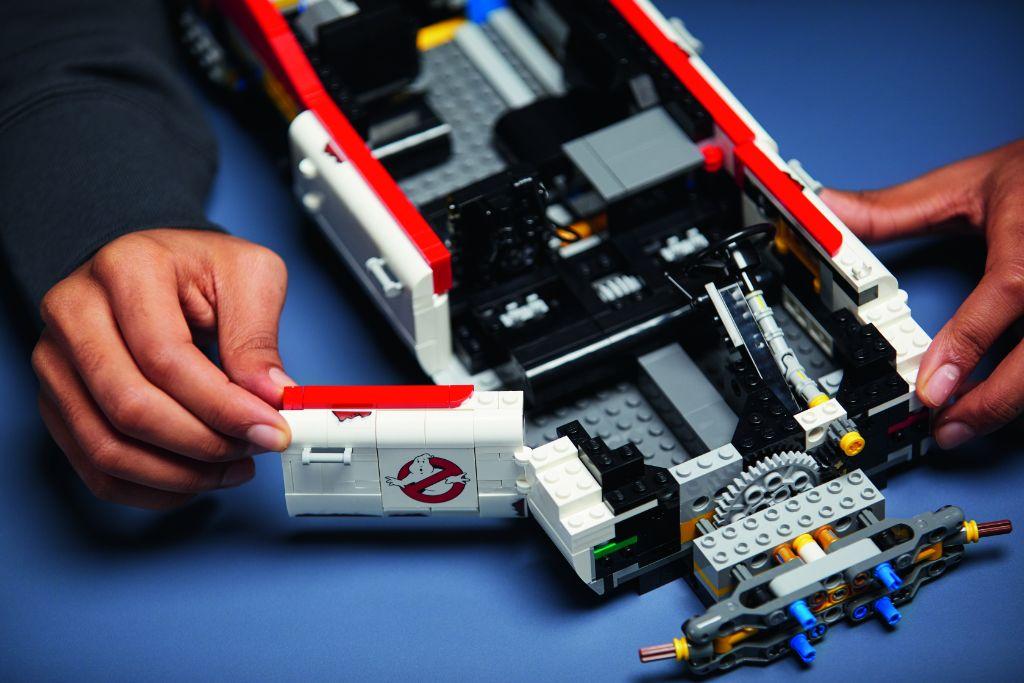 LEGO Ghostbusters 10274 ECTO 1 24