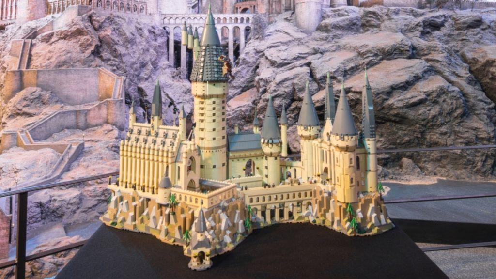 LEGO Harry Potter 71043 Hogwarts Castle featured resized