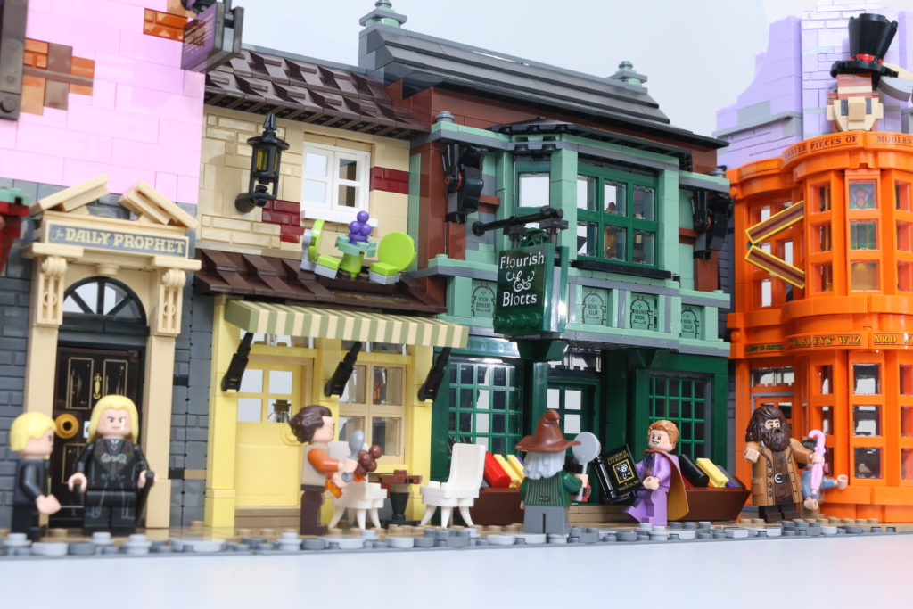 LEGO Harry Potter 75978 Diagon Alley Review 1