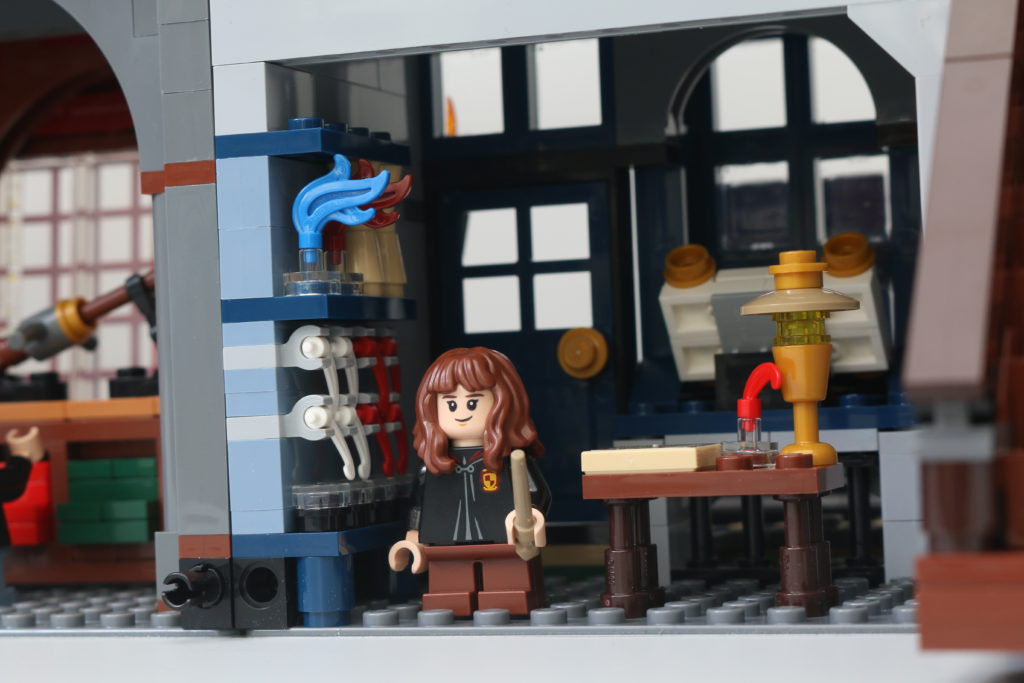 LEGO Harry Potter 75978 Diagon Alley Review 10