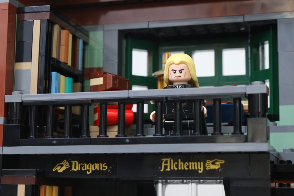 LEGO Harry Potter 75978 Diagon Alley Review 12
