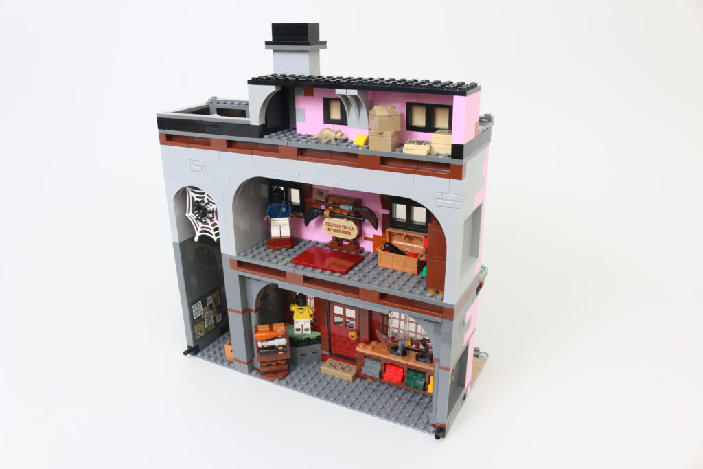 LEGO Harry Potter 75978 Diagon Alley Review 18