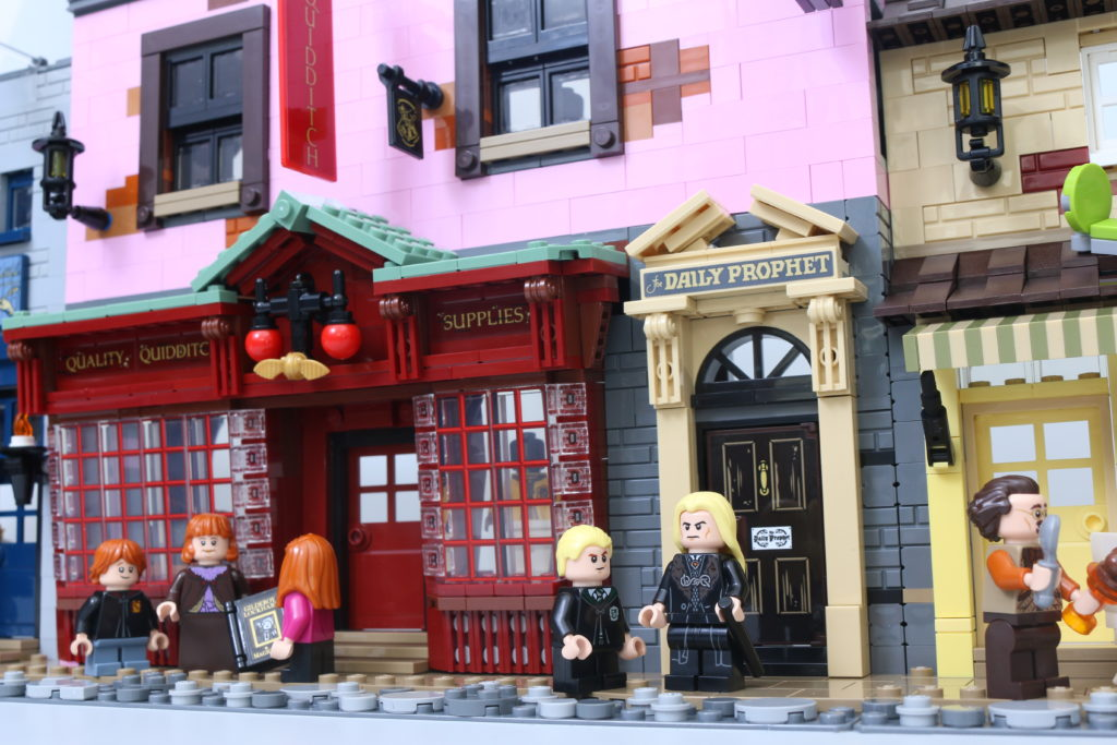 LEGO Harry Potter 75978 Diagon Alley Review 2