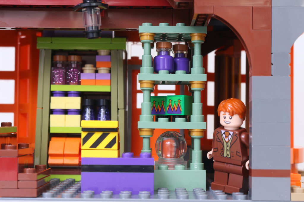 LEGO Harry Potter 75978 Diagon Alley Review 29
