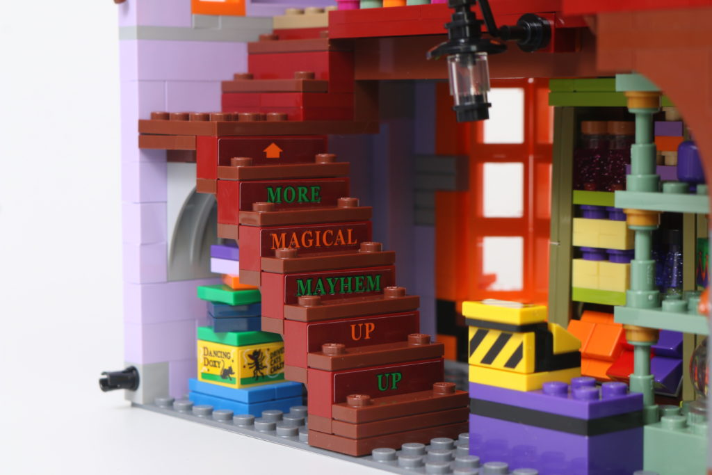 LEGO Harry Potter 75978 Diagon Alley Review 30