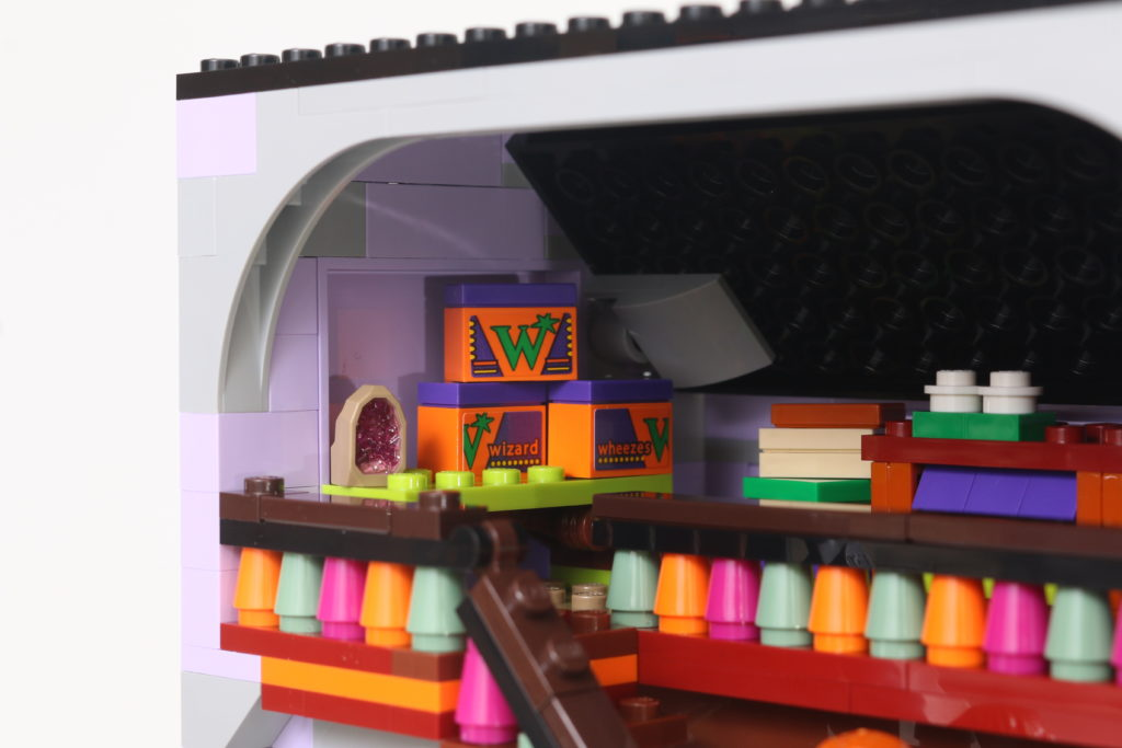 LEGO Harry Potter 75978 Diagon Alley Review 31