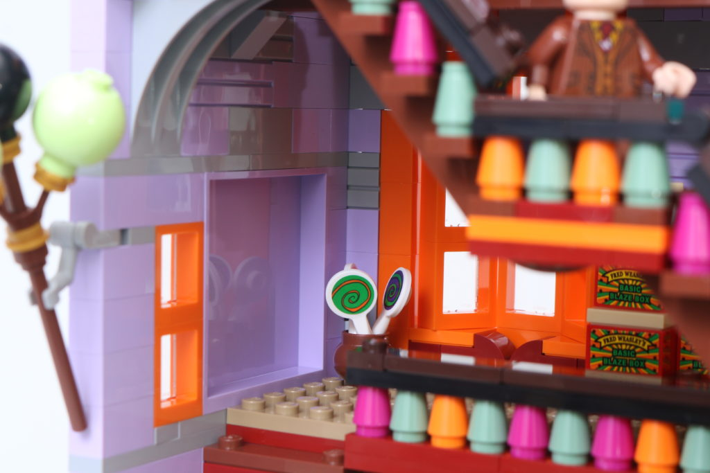 LEGO Harry Potter 75978 Diagon Alley Review 33