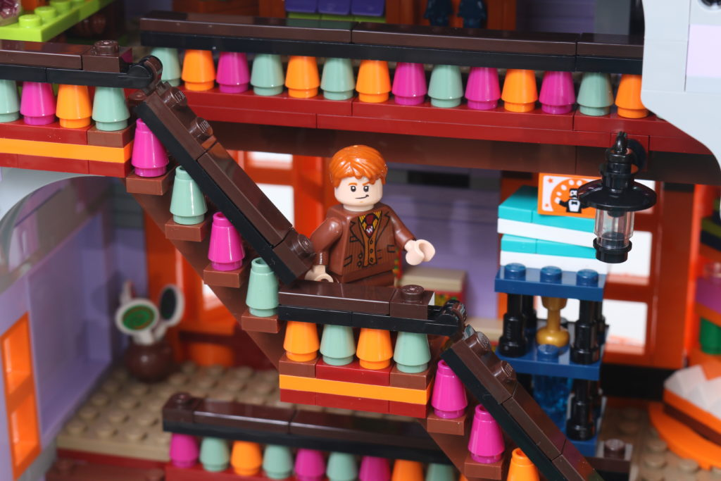 LEGO Harry Potter 75978 Diagon Alley Review 34