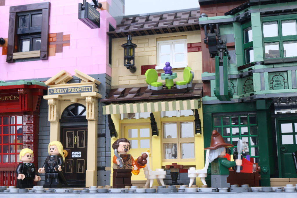 LEGO Harry Potter 75978 Diagon Alley Review 4