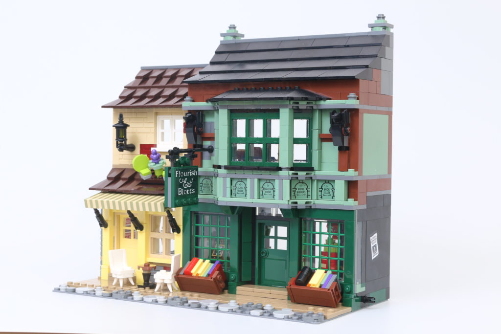LEGO Harry Potter 75978 Diagon Alley Review 44
