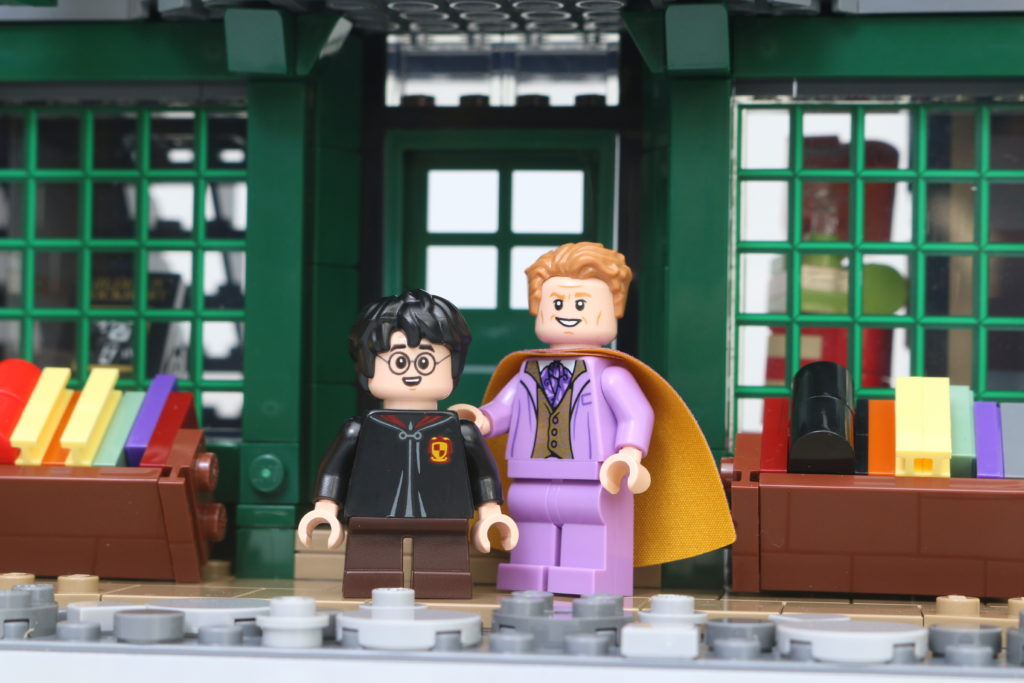 LEGO Harry Potter 75978 Diagon Alley Review 45