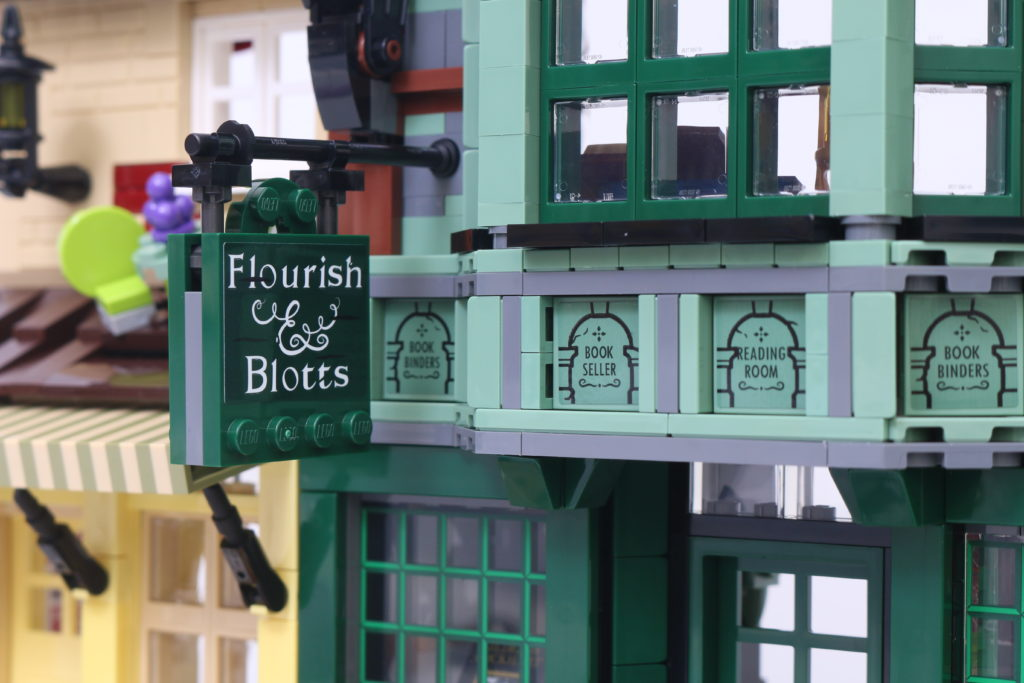 LEGO Harry Potter 75978 Diagon Alley Review 46