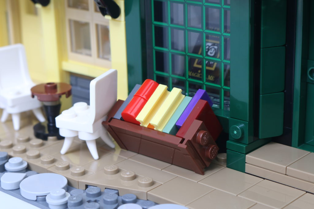 LEGO Harry Potter 75978 Diagon Alley Review 48