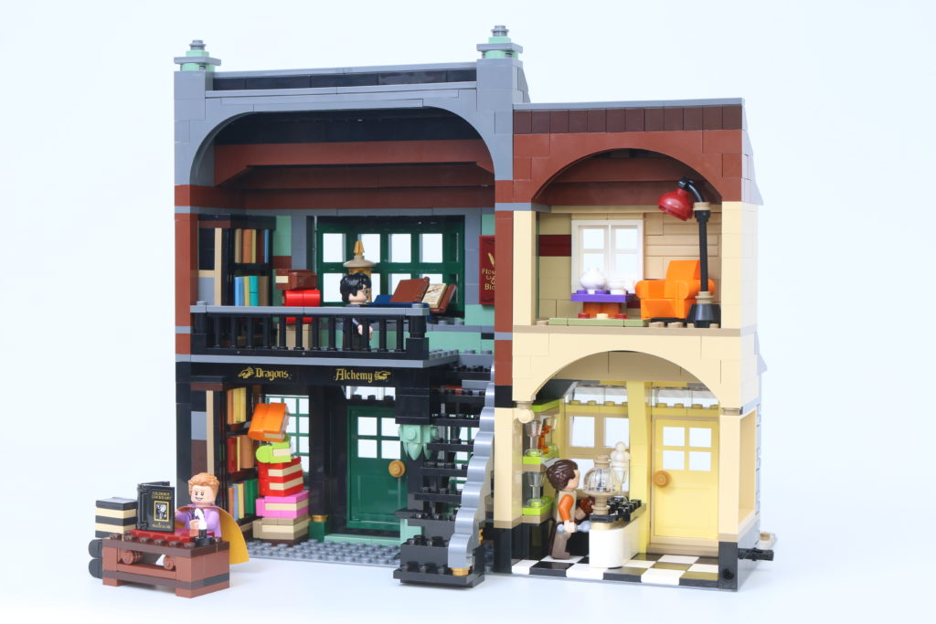 LEGO Harry Potter 75978 Diagon Alley Review 50