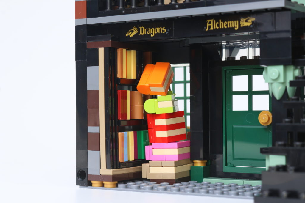 LEGO Harry Potter 75978 Diagon Alley Review 51