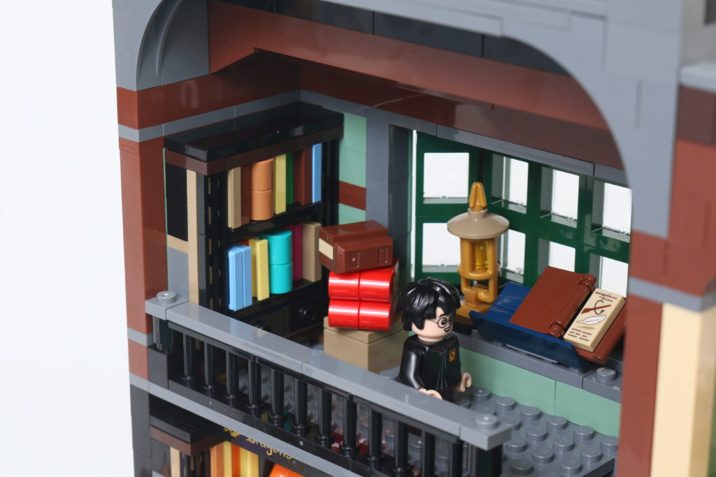LEGO Harry Potter 75978 Diagon Alley Review 52