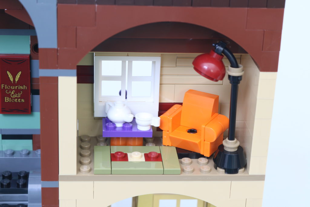 LEGO Harry Potter 75978 Diagon Alley Review 53