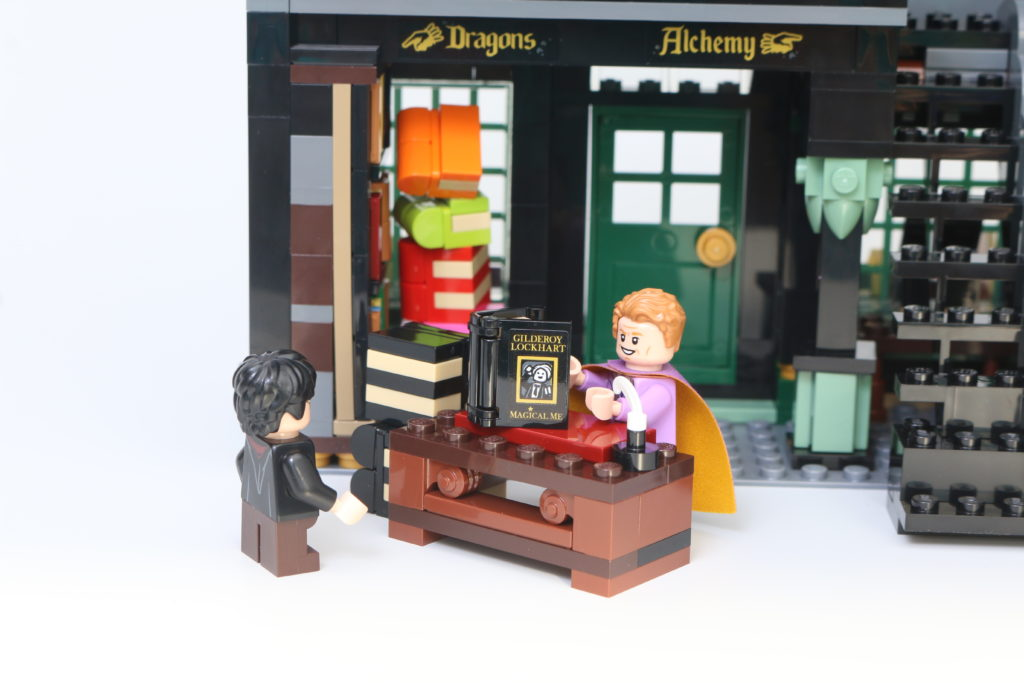 LEGO Harry Potter 75978 Diagon Alley Review 56