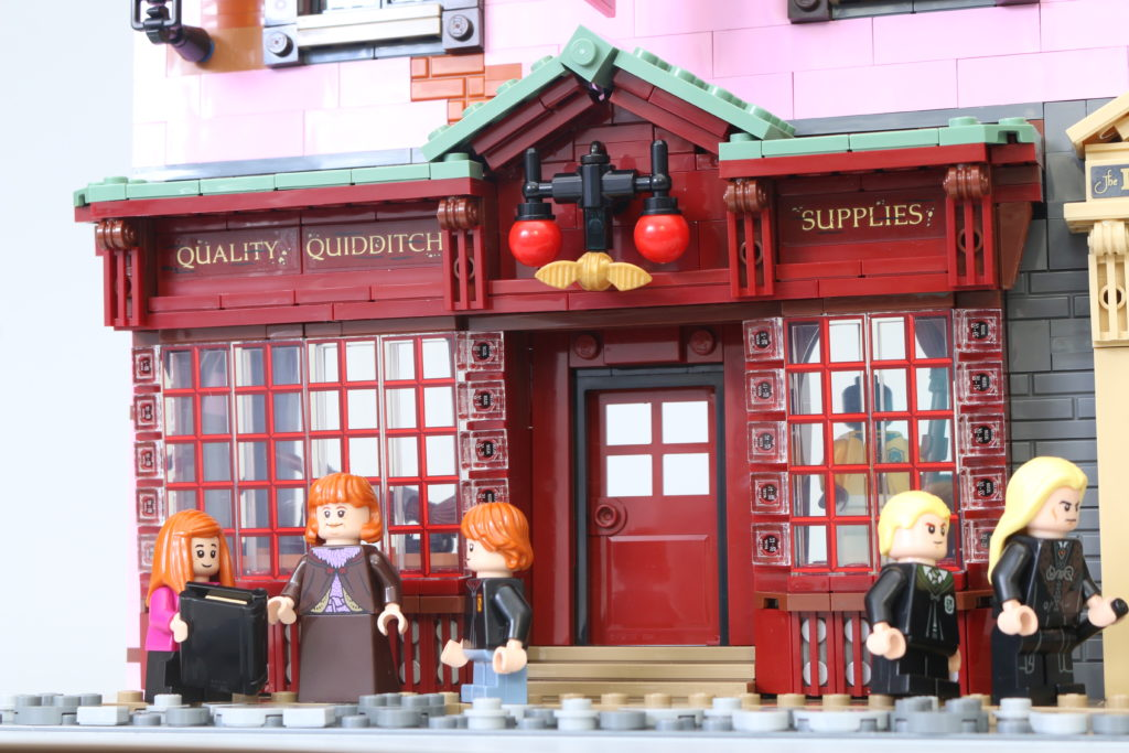 LEGO Harry Potter 75978 Diagon Alley Review 58