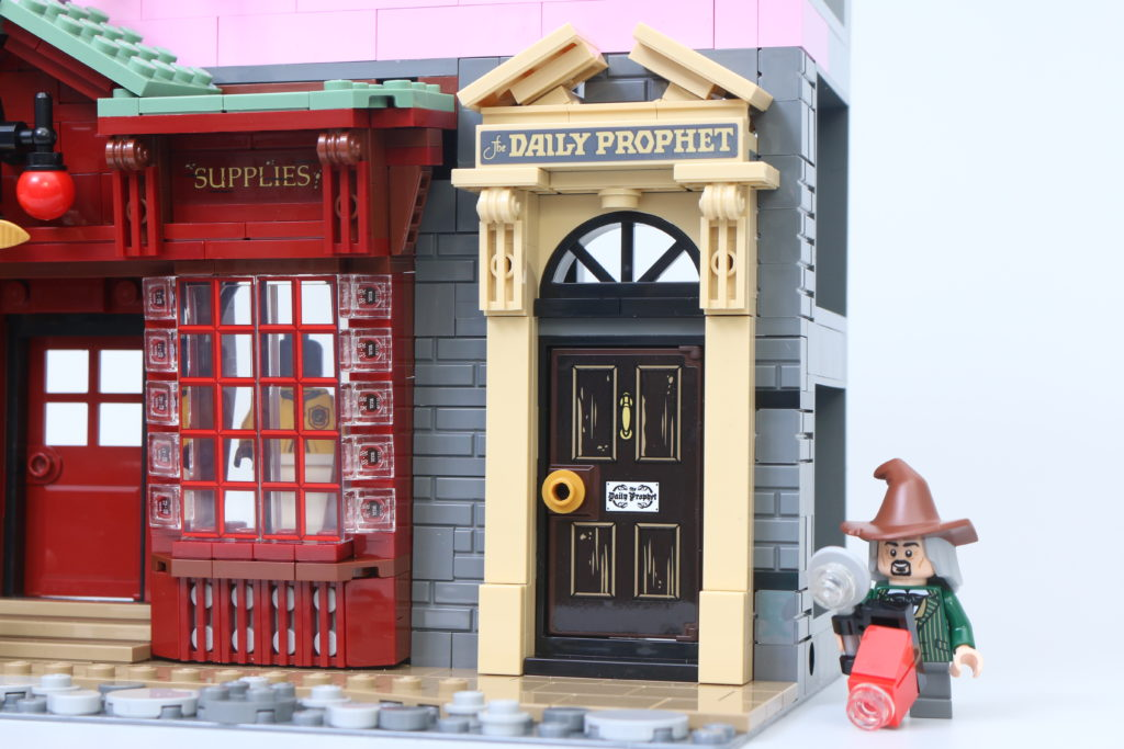 LEGO Harry Potter 75978 Diagon Alley Review 59