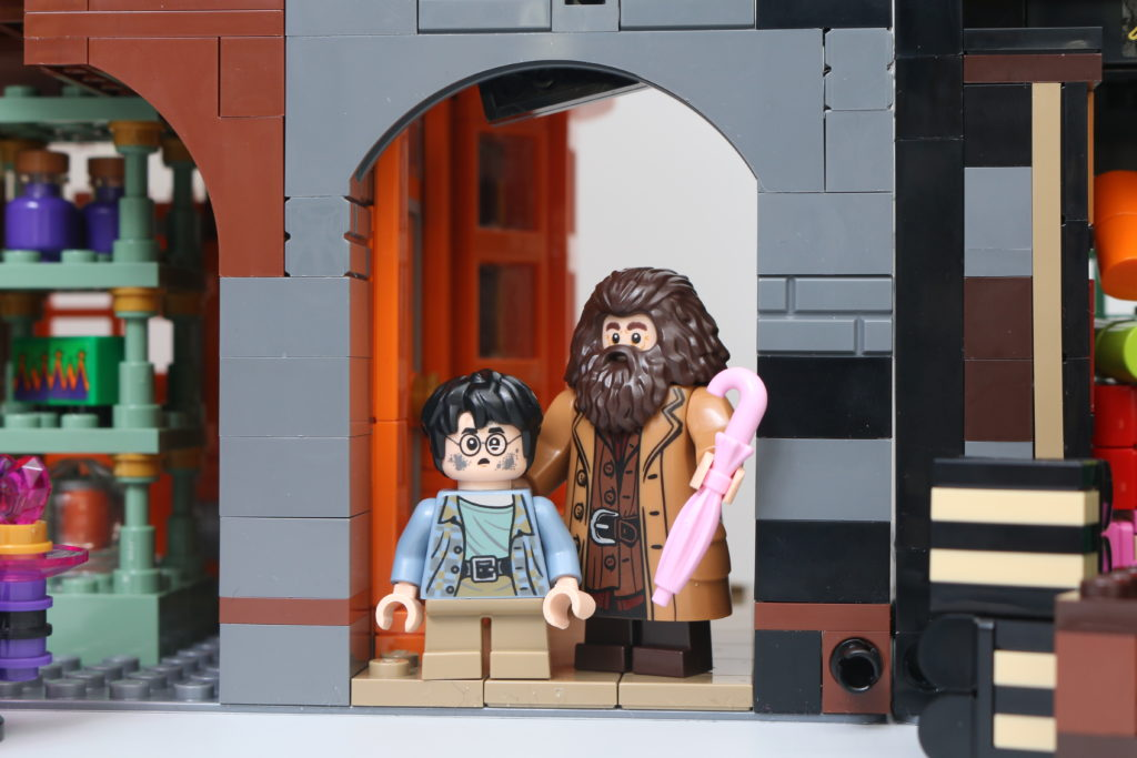 LEGO Harry Potter 75978 Diagon Alley Review 6