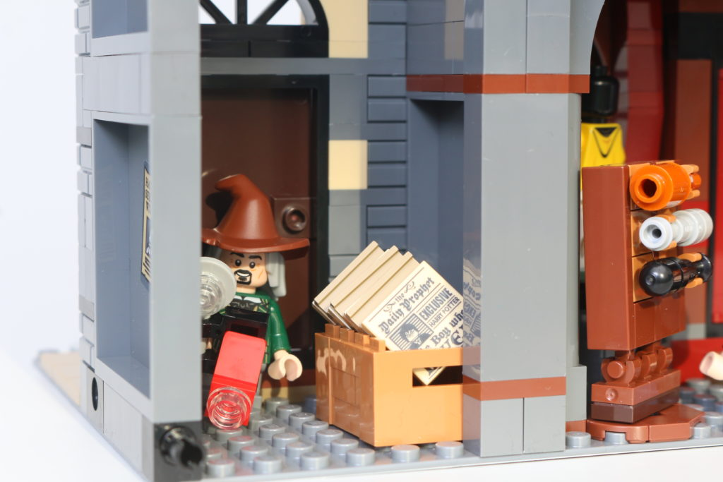 LEGO Harry Potter 75978 Diagon Alley Review 64