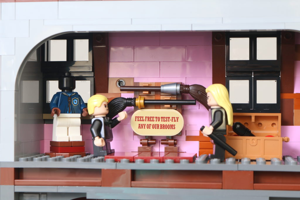 LEGO Harry Potter 75978 Diagon Alley Review 65