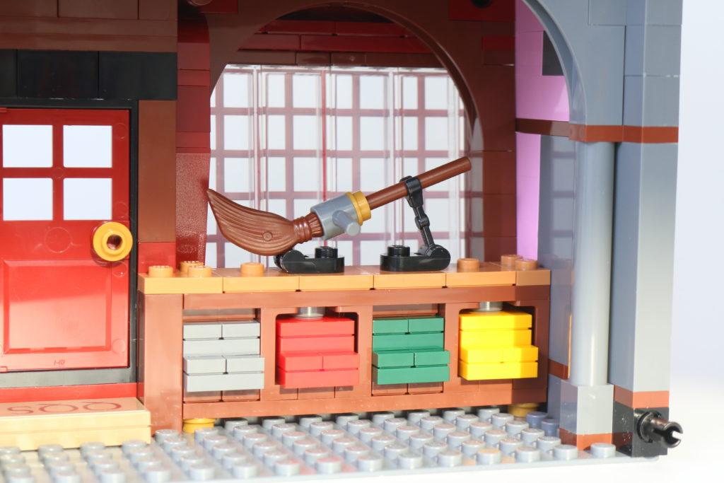 LEGO Harry Potter 75978 Diagon Alley Review 66