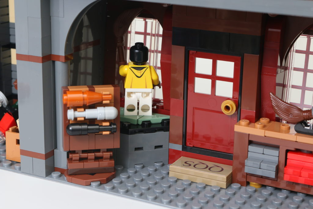 LEGO Harry Potter 75978 Diagon Alley Review 67