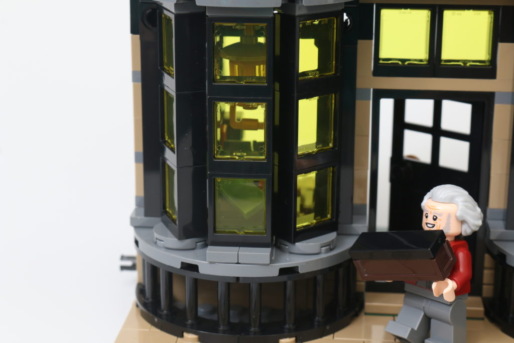 LEGO Harry Potter 75978 Diagon Alley Review 73