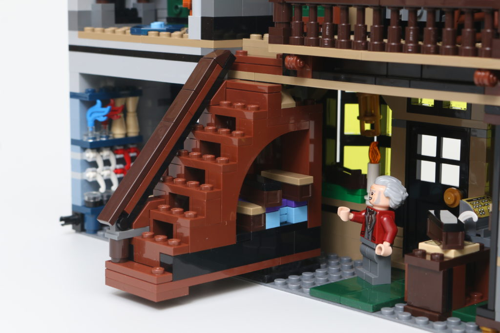 LEGO Harry Potter 75978 Diagon Alley Review 79