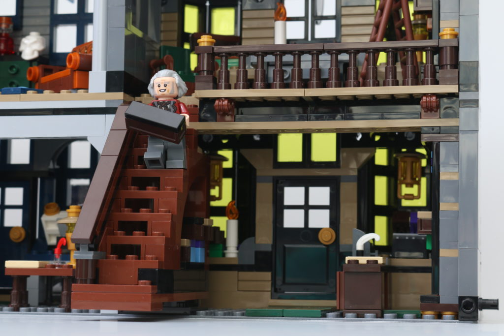 LEGO Harry Potter 75978 Diagon Alley Review 8