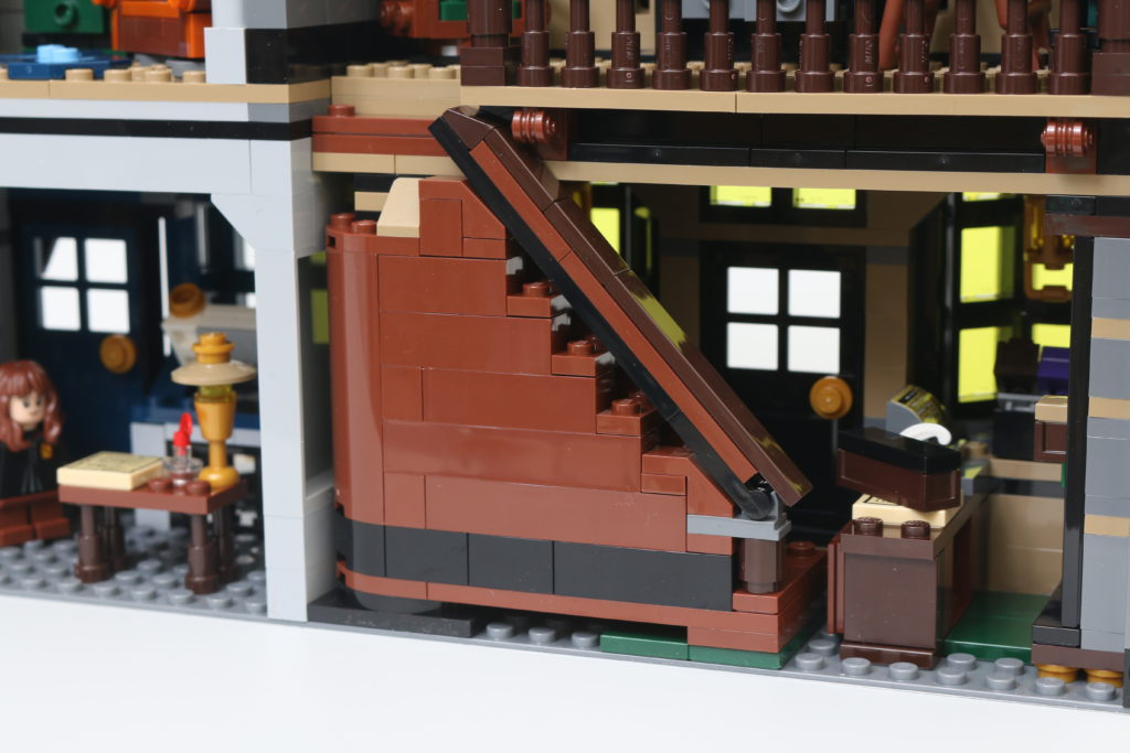 LEGO Harry Potter 75978 Diagon Alley Review 80