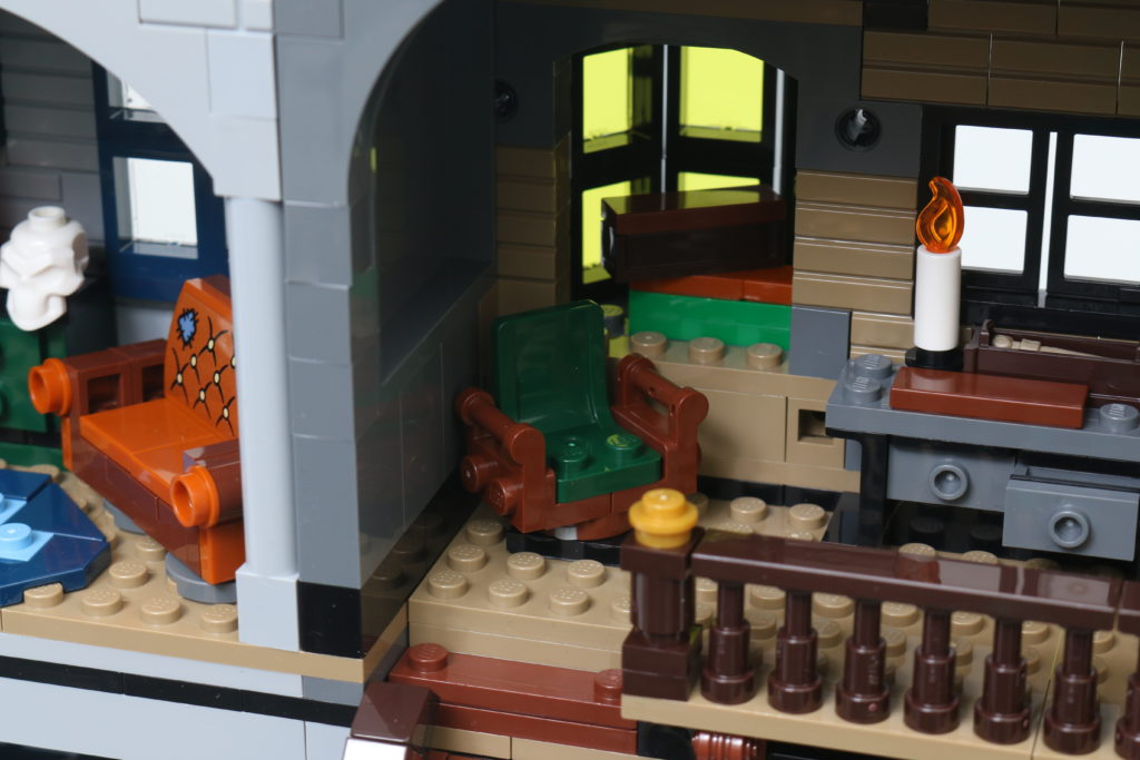 LEGO Harry Potter 75978 Diagon Alley Review 81