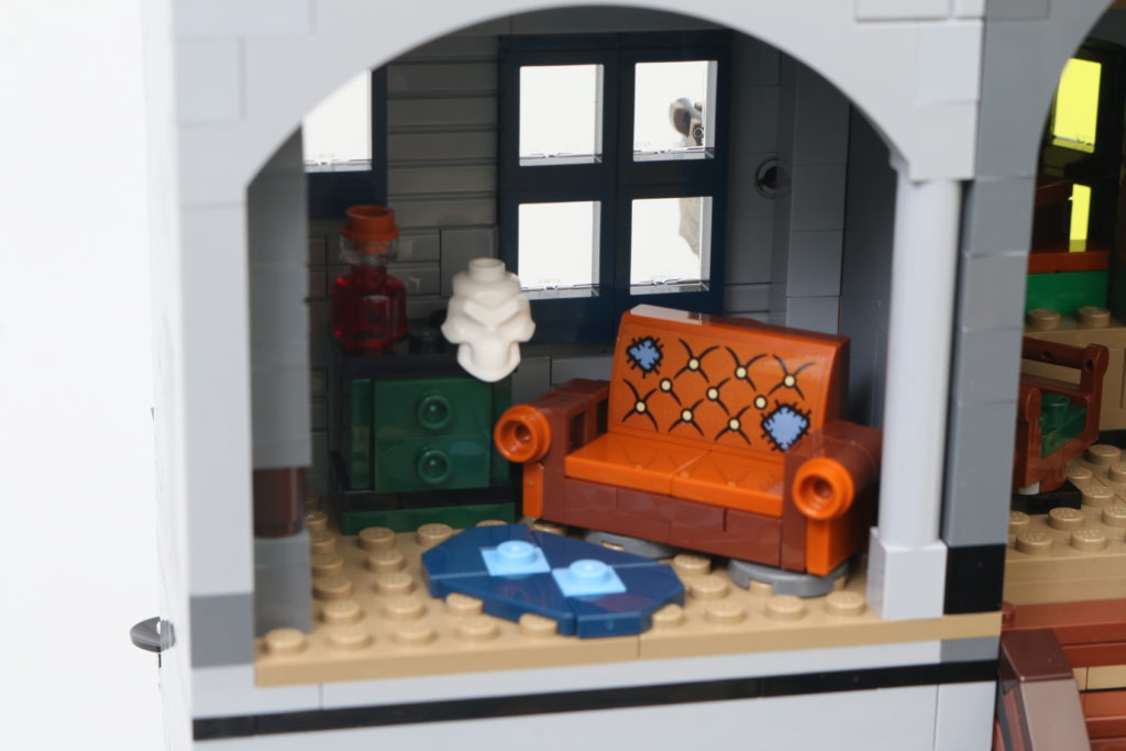LEGO Harry Potter 75978 Diagon Alley Review 83