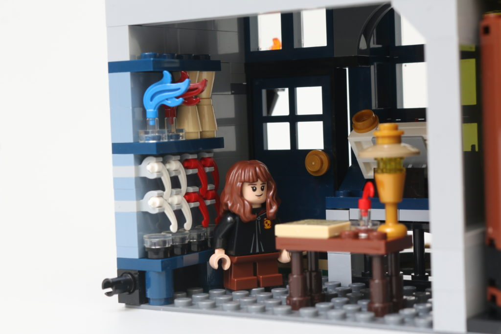 LEGO Harry Potter 75978 Diagon Alley Review 84