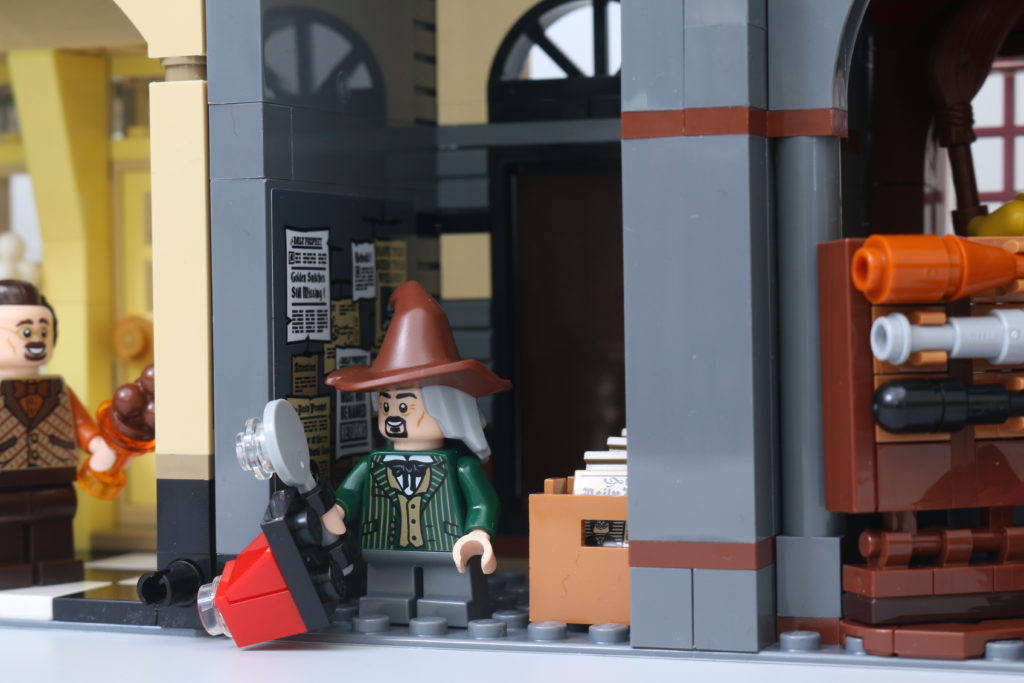 LEGO Harry Potter 75978 Diagon Alley Review 9