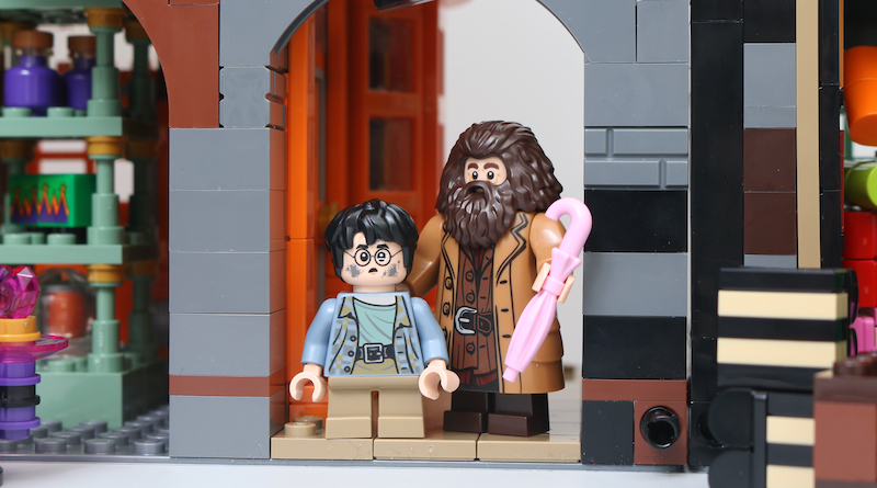 LEGO Harry Potter 75978 Diagon Alley Review Title 3