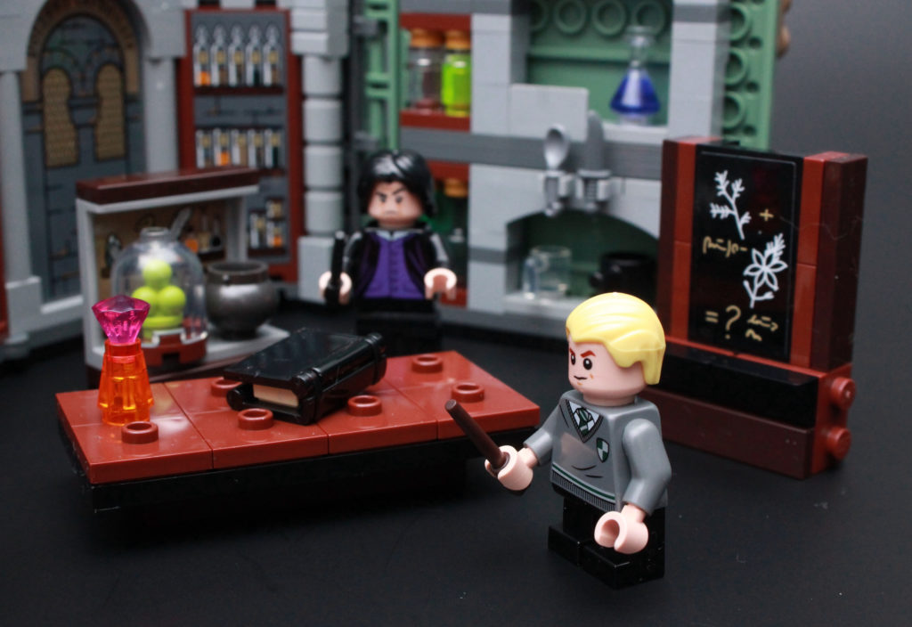 LEGO Harry Potter 76383 Potions Class Review 2