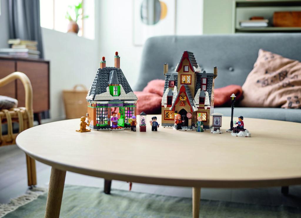 LEGO Harry Potter 76388 Hogsmeade Village Visit 4