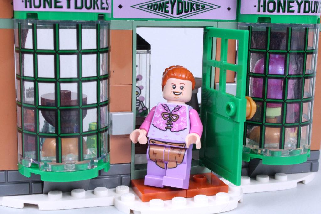 LEGO Harry Potter 76388 Hogsmeade Village Visit review 10