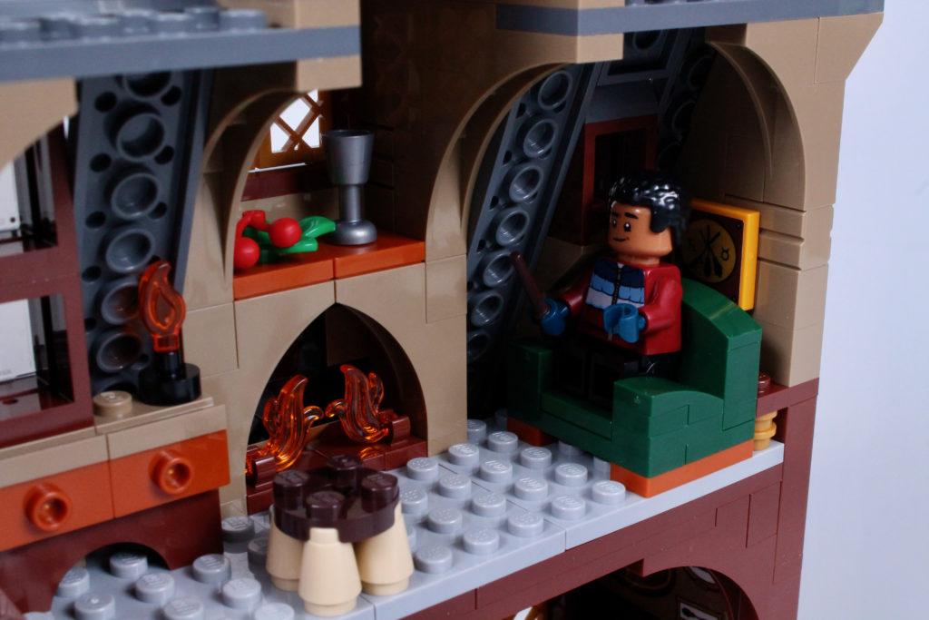 LEGO Harry Potter 76388 Hogsmeade Village Visit review 15