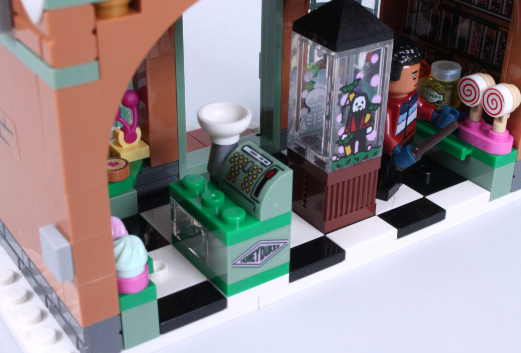 LEGO Harry Potter 76388 Hogsmeade Village Visit review 19